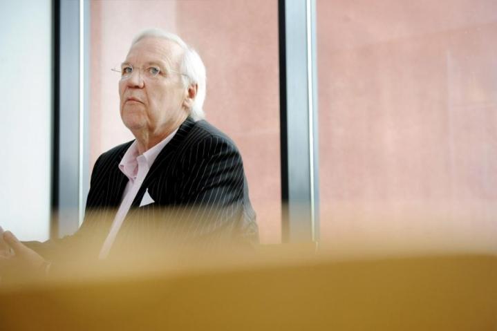 Vantaan ex-kaupunginjohtaja Jukka Peltomäki kuvattuna vuonna 2011 kaupunginhallituksen kokouksessa. LEHTIKUVA / MIKKO STIG