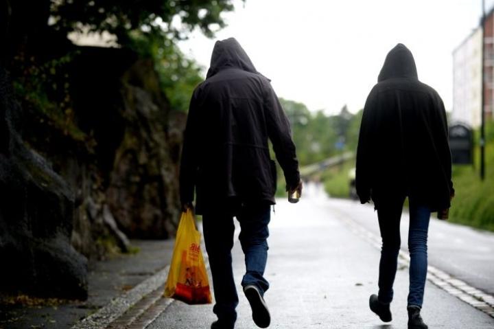 Erillinen huolenaihe on se, että liikkumisrajoitus voisi lisätä sosiaalisia ongelmia. LEHTIKUVA / MIKKO STIG