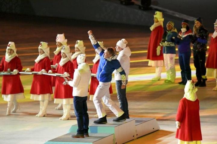 Iivo Niskanen sai olympiakultansa päättäjäisten yhteydessä sunnuntaina.