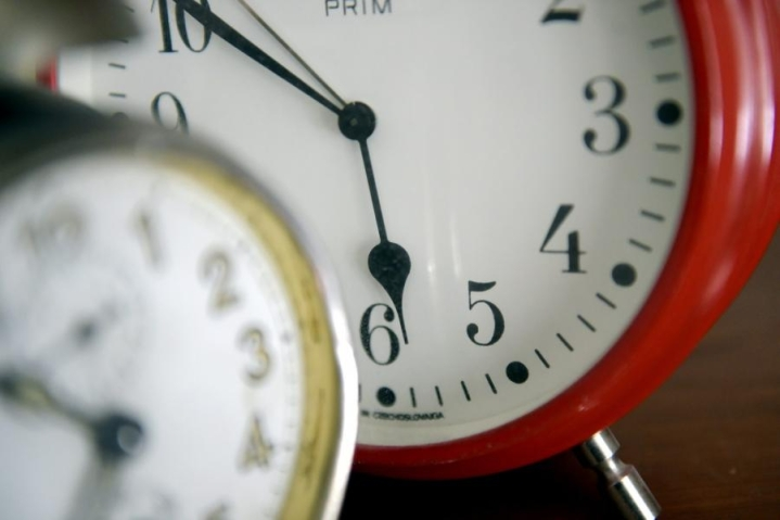 Kelloja siirrettiin tunti taaksepäin. LEHTIKUVA / Antti Aimo-Koivisto