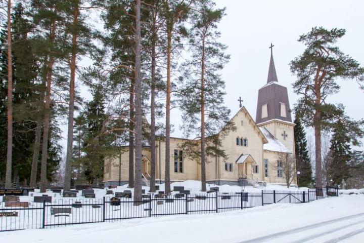 Kuvassa Polvijärven kirkko.